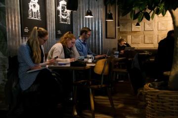 Velger kafé i stedet for lesesal