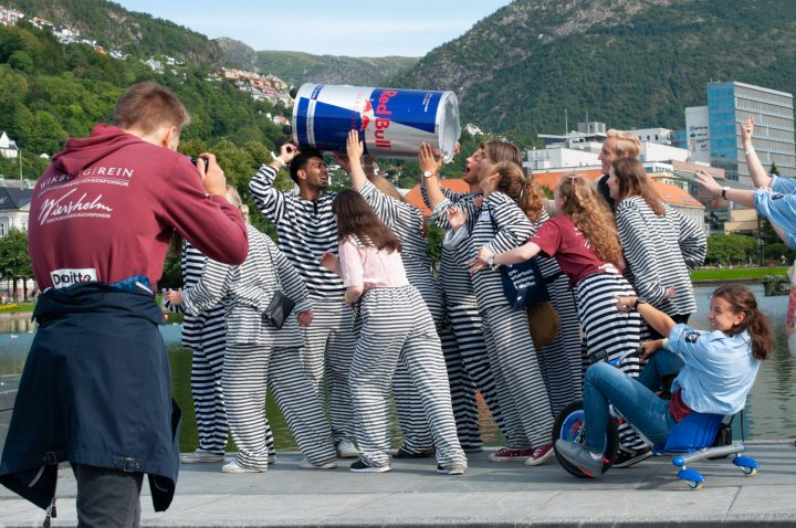 Nesten én av fem UiB-studenter opplevde drikkepress i fadderuken