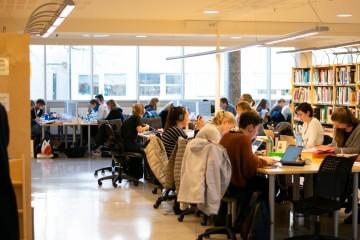 To av tre UiB-studentar har ikkje plass på lesesalen