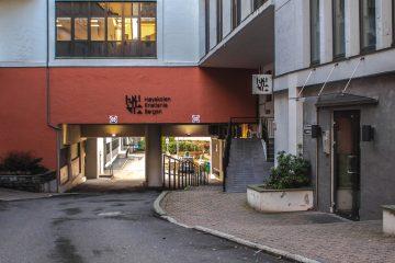 Pandemien skaper logistikkproblemer for Høyskolen Kristiania