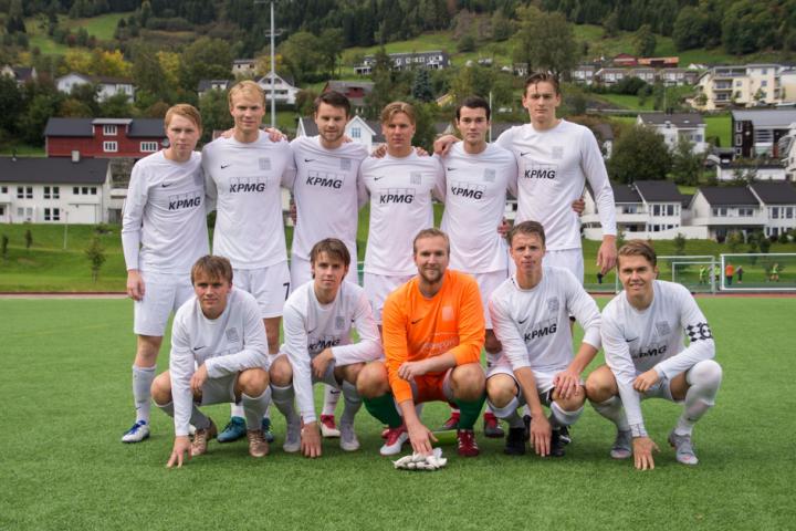 Spillermangel i Odda redder NHH fra nedrykk til femte divisjon