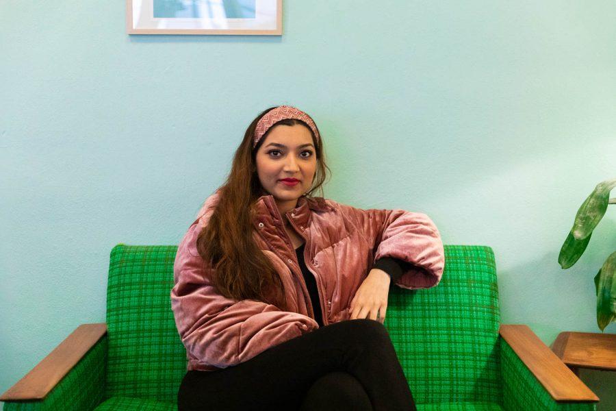 """HELT WILD: UiB-studenten forteller at det kan bli """"helt wild"""" å jobbe sammen med så ulike mennesker"""