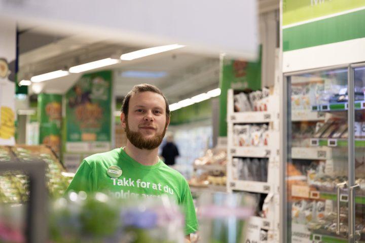 Espen har 420 studiepoeng: – Det er butikkmedarbeider jeg vil bli